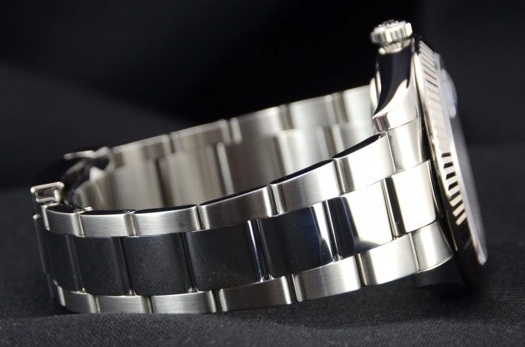 Detail of a stainless steel Rolex Datejust 126334 with a blue baton dial and a white gold fluted bezel