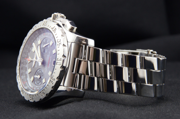 Detailed view image of a second hand, stainless steel Breitling Skyracer Grey A2736223/F532, complete with box & papers