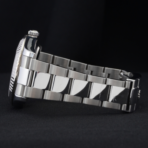 Detailed image of one side of the bracelet of a unique 2012 golf competition trophy Rolex Datejust II 116334 with a dark grey Roman numeral dial, on an Oyster bracelet