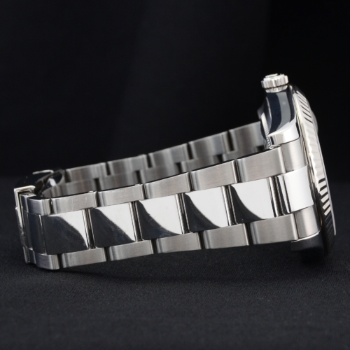 Detailed image of one side of the bracelet a unique 2012 golf competition trophy Rolex Datejust II 116334 with a dark grey Roman numeral dial, on an Oyster bracelet